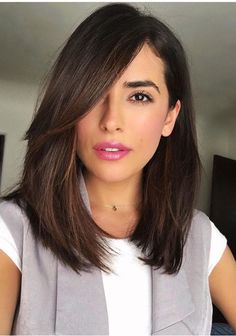 Want to try side bangs with your long bob haircut? Look at your best with these stunning long bob cut & side bangs hairstyle combos. Hairstyles For Fat Faces, Long Bob Hairstyles, Lob Hairstyle, Hairstyles 2018, Trendy Haircuts, Hairstyle Ideas, Hair Ideas, Side Fringe Hairstyles, Pixie Haircuts