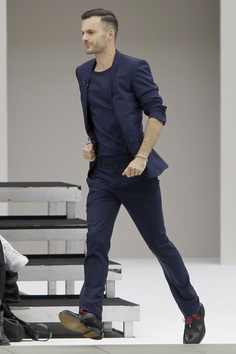Maybe too simple... but in the other hand, love the color and the cut.  #men #style #suit