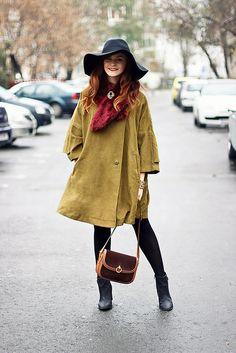 Vintage style // cape // faux fur collar //floppy hat