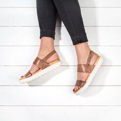 Street Style Shoes, Block Heels, Fashion Shoes, Espadrilles, Dress Up, Footwear, Goals, Sun, Flat