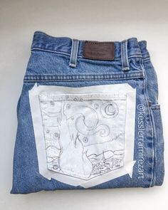 Time lapse of The Starry Night Van Gogh jeans drawing - First step with painted jeans after the initial prime layer – drawing the outline! This helps guide you. Get a good outline so you don't have to correct when you paint. Source by paulizilla - Painted Jeans, Painted Clothes, Denim Kunst, Jeans Drawing, Arte Van Gogh, Kleidung Design, Diy Clothes Videos, Thrift Store Crafts, Fashion Sketchbook