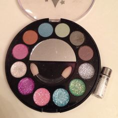 Glitter Eyeshadow Glittery eyeshadow palette and small loose glitter eyeshadow. The small one is Smackers. Willing to bundle and negotiate price. Make an offer! Trade value: $13 Smackers Makeup Eyeshadow
