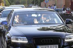 La princesa Leonor y la infanta Sofía vuelven al cole acompañadas por sus padres…