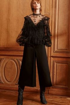 View the full Chloé Pre-Fall 2017 collection.