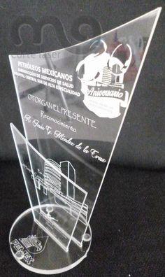Reconocimientos y trofeos de acrílico. PEMEX. https://www.facebook.com/morfolaser