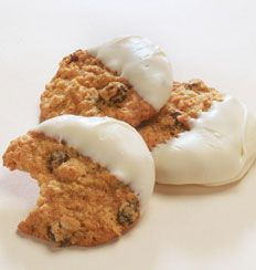 Sunmaid Raisin Frostbite cookies: These are awesome. I make mine larger in a medium cookie/ice cream scoop. They stay softer. Oatmeal Raisin Cookies, Orange Cookies, Ice Cream Cookies, Favorite Cookie Recipe, Favorite Recipes, Cookie Recipes, Dessert Recipes, Cookie Ideas, Cookies