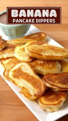 Banana Pancake Dippers Banana Pancake Dippers,easy food For best results, we recommend using a thick pancake batter. Our homemade recipe below is perfect for coating the bananas and comes out super fluffy. Homemade Pancakes, Pancakes Easy, Banana Pancakes, Fluffy Pancakes, Brunch Recipes, Sweet Recipes, Dessert Recipes, Banana Recipes, Recipes Using Bananas
