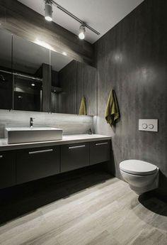 baño moderno con espejo muy grande