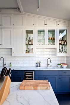 Uplifting Kitchen Remodeling Choosing Your New Kitchen Cabinets Ideas. Delightful Kitchen Remodeling Choosing Your New Kitchen Cabinets Ideas. Kitchen Trends, New Kitchen, Buy Kitchen Cabinets, Home Kitchens, Blue Gray Kitchen Cabinets, Kitchen Cabinet Colors, Buy Kitchen, Kitchen Renovation, Kitchen Design