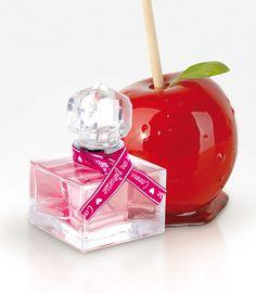 COMME UNE PRINCESSE : Fragrance gourmande aux notes vanillées, «Comme une princesse» est l'eau de toilette des petites filles fières de faire comme maman en se parfumant devant le miroir. Pomme d'amour sucrée au coeur floral, la douceur de cette senteur se termine par une douce note boisée.#perfumes #fredericm #parfums #mlm #grasse #fragrance #children Frederic M, Presents For Kids, Smell Good, Perfume, Bio, Portugal, Fragrance, Nature, Mom