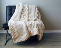 DIY Knitting PATTERN - lève couverture / tapis Super Double Chunky Cable environ 49 « x 64 » (blanket001)