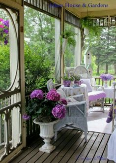 Cozy screened in porch.I love porches Cottage Porch, Home Porch, Cottage Style, Cozy Cottage, White Cottage, Outdoor Rooms, Outdoor Living, Outdoor Furniture Sets, Outdoor Decor