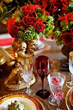 Gold touches and red roses make this one lovely #wedding table design by French Buckets