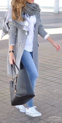 Casual Fall Street Style Outfits are pretty clear. For a Casual Fall Street style, you can combine sweater and skinny jeans to stay warm while staying classy. Casual Winter Outfits, Classy Outfits, Stylish Outfits, Classy Casual, Elegantes Business Outfit, Elegantes Outfit, Winter Fashion Outfits, Look Fashion, Sweater Fashion