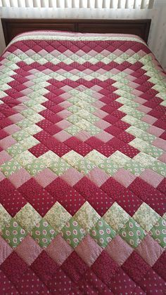 Queen Size Burgundy & Green Journey Around the World Hand Quilted Quilt - Patchwork Patchwork Quilt Patterns, Scrappy Quilts, Quilt Block Patterns, Easy Quilts, Quilt Blocks, Colchas Quilting, Quilting Projects, Sewing Projects, Hand Quilting Designs