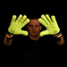 CHELSEA FC YOUTH BOYS GOALKEEPER GOAL KEEPER GLOVES GOALY PADDED NEW XMAS GIFT