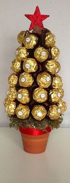 Ferrero Rocher Christmas Tree made by Love Lucia's Parties - Sweet Tree Workshop and Parties (christmas chocolate bouquet) Christmas Candy Gifts, Diy Christmas Tree, Valentine Gifts, Christmas Decorations, Candy Crafts, Christmas Crafts, Decoracion Navidad Diy, Craft Gifts, Diy Gifts