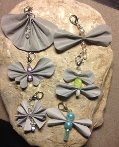 Beaded Ornaments, Bottle Art, Key Fobs, Leather Jewelry, Screens, Butterflies, Diy And Crafts, Diy Projects, Crochet Gloves