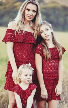 Crochet Blouse: Ideas, Footsteps and More. Crochet Girls Dress Pattern, Crochet Blouse, Crochet Lace, Dress Patterns, Mom And Baby Outfits, Mother Daughter Outfits, Crochet Baby Sweaters, Crochet Clothes, Beautiful Little Girls