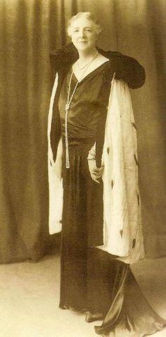 An elderly Queen Amelia of Portugal.