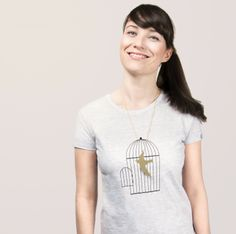 great t-shirt and necklace combination