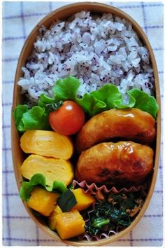 日本人のごはん/お弁当 Japanese meals/Bento. obento 2013/2/28 Bento Recipes, Healthy Recipes, Cute Food, Yummy Food, Snack Boxes Healthy, Onigirazu, Bento Box Lunch, Box Lunches, Japanese Food