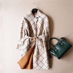 Светлое пальто в клетку однобортное без воротника с поясом выше колен в интернет-магазине Шопоголик