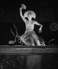 Brigitte Helm in the film Metropolis (Fritz Lang, Metropolis Fritz Lang, Metropolis 1927, Cabaret, Tv Movie, Sci Fi Movies, Vintage Photographs, Vintage Photos, Anita Berber, Science Fiction