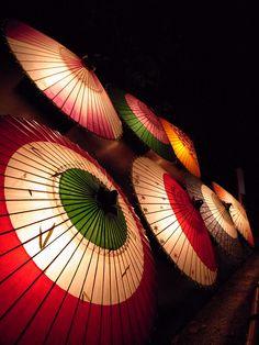 兼六園・蓮池門付近(金沢和傘) by yorumasshi, via Flickr