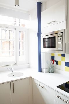 Cool kitchen tiles in primary colours