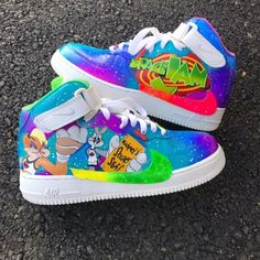 nike force one customized on space jam hand painted with ANGELUS PAINT , bugs bunny and lola bunny are the characters but if you want other character don`t be afraid and tell me which one you prefer Cute Nike Shoes, Fly Shoes, New Nike Shoes, Nike Shoes Outfits, Nike Clothes, Jordan Shoes Girls, Girls Shoes, Ladies Shoes, Estilo Geek