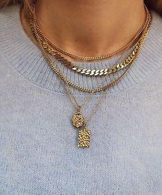 Bigiotteria oro: cosa va di moda adesso - Gold costume jewelery: what& in fashion now – Shoelove by Deichmann - Jewelry Trends, Jewelry Accessories, Fashion Accessories, Jewelry Design, Fashion Jewelry, Fashion Necklace, Cute Jewelry, Wedding Jewelry, Women Jewelry