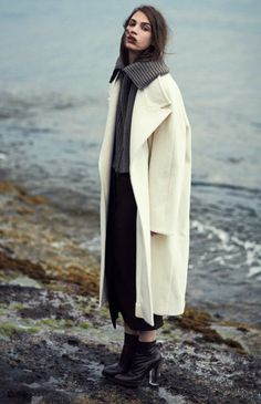 Crista Cober in Haider Ackermann & Maison Martin Margiela for L'Officiel Netherlands August 2013 by Cedric Viollet. Mode Style, Style Me, Poses, Winter Beach, Mode Editorials, Fashion Editorials, Winter Stil, Winter Coat, How To Pose