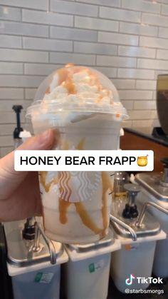 Starbucks Diy, Cold Starbucks Drinks, Bebidas Do Starbucks, Starbucks Secret Menu Drinks, Smoothie Drinks, Smoothies, Fun Baking Recipes, Cooking Recipes, Starbucks Specials
