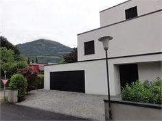 Diese neu fertiggestellte #Dachterrassen - Wohnung wird Sie begeistern! Luxuriöse Ausstattung und durchdachtes #Design bieten ein perfektes Wohngefühl! Denkstein #Immobilien in #Salzburg Wind Turbine, Garage Doors, Outdoor Decor, Design, Home Decor, Sell House, Roof Terraces, Condominium
