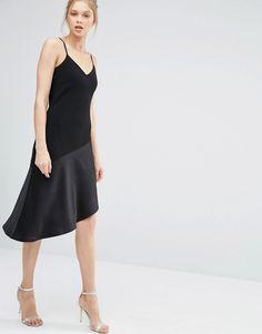 Vestido a media pierna con diseño asimétrico de Oasis