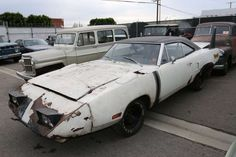 1970 Plymouth Superbird in need of restoration. Interesting fender stripe, haven't seen that on a Superbird before.