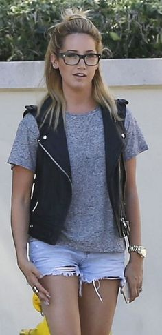 Ashley Tisdale looked casual and cute with her hair in a half top knot while out and about in Pasadena, California. Cute Summer Outfits, Cute Outfits, Half Top Knot, Girls Casual Dresses, Outfits 2016, Ashley Tisdale, Grey Outfit, Denim Fashion, Women's Fashion