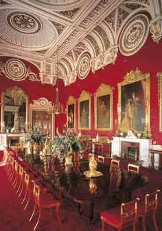 The State Dining Room at Buckingham Palace | photographer: Peter Smith | The Royal Collection © 2009 Her Majesty Queen Elizabeth II