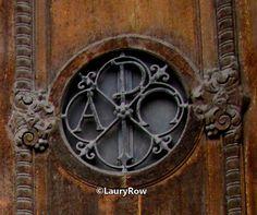 Photo prise par moi le 6/05/17. ©LauryRow (zoom du monastère des bénédictines). :p