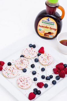 Lollipop Pancakes - What is it about tiny food that makes it so darn cute?  Put that tiny food on a stick, and add sprinkles and syrup for dipping, and things just become irresistible. Sponsored.  #PancakeParty