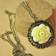 Retro Palace Chain Necklace | Sprence