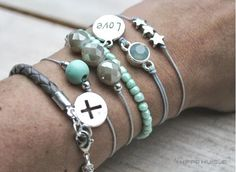 Love the color combination...Armbandjes Taupe-Mint