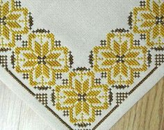 Exellently well done vintage square handmade cross-stitch embroidery w rosebud flower motive on bone white linen tablet/ table-cloth hashtags Cross Stitch Tattoo, Cross Stitch Rose, Cross Stitch Borders, Cross Stitch Flowers, Cross Stitch Designs, Cross Stitching, Cross Stitch Embroidery, Hand Embroidery, Cross Stitch Patterns