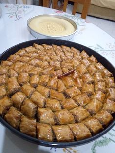 68874284_917282481952028_8541500666709803008_n Greek Sweets, Greek Desserts, Greek Recipes, Desert Recipes, Cake Mix Cookie Recipes, Cake Mix Cookies, Cake Recipes, Baklava Cheesecake, Christmas Cooking