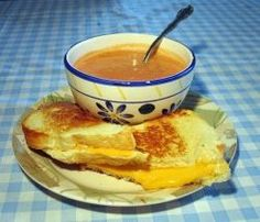 Grilled Cheese Sandwiches Are So Very Delicious. And this is the perfect time of year to make grilled cheese sandwiches and tomato soup. List Of Sandwiches, Grilled Cheese With Tomato, National Grilled Cheese Day, Sandwich Day, Camping Lunches, Cooking Tomatoes, Paleo, Sugar, Tomato Soup