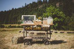 Lemonade Station | Photo by AMERIS via 100 Layer Cake #lemonade #wedding #farm