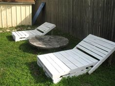 DIY Lounger from (free) Pallets. THIS ONE, Paul, this is what you can make for me!!