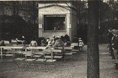 Ilse Bing - Puppet Show, Paris 1932 Gelatin silver print, vintage Old Photography, History Of Photography, Louvre, Puppet Show, Camera Obscura, Gelatin Silver Print, Eiffel, Back Doors, Paris