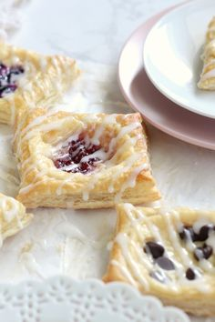 Puff Pastry Cream Cheese Danishes - Chocolate With Grace Easy Cream Cheese Puff Pastry Dessert. Try these easy danishes made from puff pastry. Try anh flavor you want, chocolate, raspberry, blueberry or any fruit you want. Quick and easy Brunch Dessert. Puff Pastry Desserts, Puff Pastry Recipes, Köstliche Desserts, Delicious Desserts, Dessert Recipes, Top Recipes, Danish Recipe Using Puff Pastry, Blackberry Recipes With Puff Pastry, Rasberry Desserts